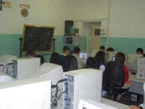 alunni in sala informatica